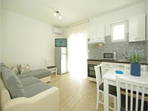 Apartment Makarska with Sea View XII, Appartamenti  Makarska - big - 2