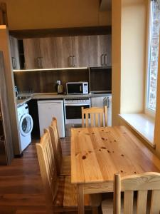 The Yellow Door Apartments, Apartmány  Veliko Tŭrnovo - big - 10