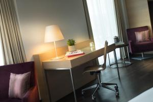 Mniejszy Apartament (Junior Suite) - Wstęp do salonu Executive Lounge