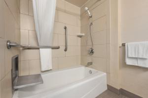 King Room with Accessible Bath Tub - Non-Smoking
