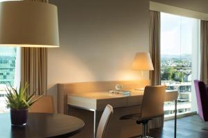 Executive Suite with Executive Lounge Access