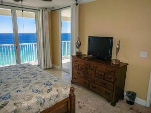 Four-Bedroom Apartment with Sea View 1-1901