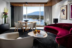 Fairmont Gold Owners Harbour and Mountain View King Suite