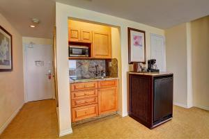Junior Suite King with Kitchenette