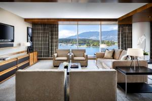 Fairmont Gold Corner Harbour and Mountain View Suite with King Bed