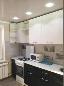 Apartment on Zhybanovyh 283, Apartments  Aktobe - big - 2