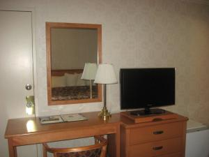 Quality Inn Fresno - Fresno, CA 93722 - Photo Album