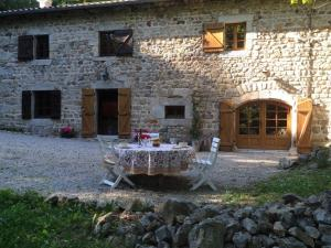 A Beautiful Stone farmhouse, Villas  Saint-Bonnet-le-Froid - big - 41