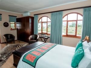 Deluxe Queen Room with Balcony