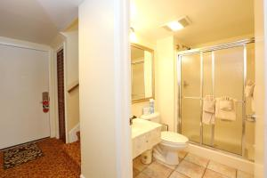 Two Story Townhouse Style King Suite - Jacuzzi