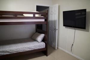 Standard Single Room with Shared Bathroom (Bano Compartido)