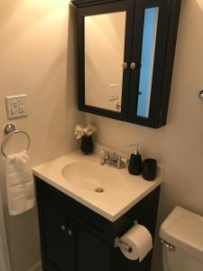 Unique Condo with Mountain View, Apartmány  Burbank - big - 3