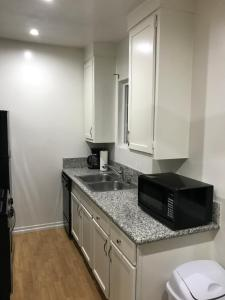 Unique Condo with Mountain View, Apartmány  Burbank - big - 10