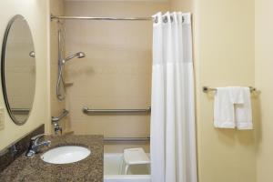 Queen Suite with Bath Tub - Disability Access