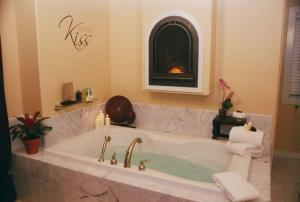 Kiss Couples Spa Room with Balcony