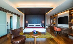 Grand Deluxe Premier King with free access to Lounge - Non-Smoking