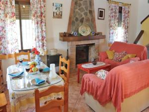 Three-Bedroom Holiday Home in El Gastor, Nyaralók  El Gastor - big - 8