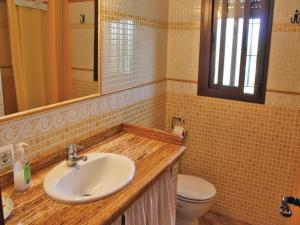 Three-Bedroom Holiday Home in El Gastor, Nyaralók  El Gastor - big - 13