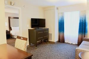 Queen  Suite - Mobility/Hearing Accessible Non-Smoking