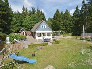 Three-Bedroom Holiday home with a Fireplace in Blåvand, Holiday homes  Blåvand - big - 1