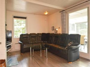 Three-Bedroom Holiday home with a Fireplace in Blåvand, Holiday homes  Blåvand - big - 17