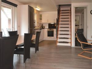 Three-Bedroom Holiday home with a Fireplace in Blåvand, Holiday homes  Blåvand - big - 15