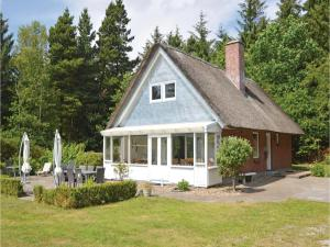 Three-Bedroom Holiday home with a Fireplace in Blåvand, Holiday homes  Blåvand - big - 33