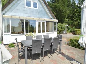 Three-Bedroom Holiday home with a Fireplace in Blåvand, Holiday homes  Blåvand - big - 30