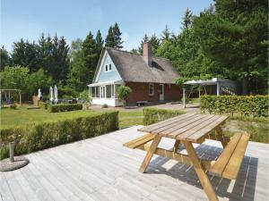 Three-Bedroom Holiday home with a Fireplace in Blåvand, Holiday homes  Blåvand - big - 29