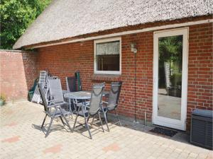 Three-Bedroom Holiday home with a Fireplace in Blåvand, Holiday homes  Blåvand - big - 25