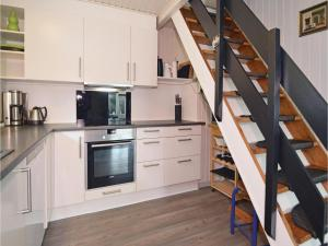 Three-Bedroom Holiday home with a Fireplace in Blåvand, Holiday homes  Blåvand - big - 19