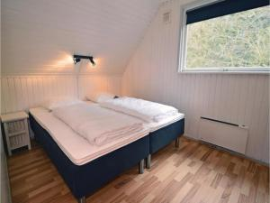 Three-Bedroom Holiday home with a Fireplace in Blåvand, Holiday homes  Blåvand - big - 8