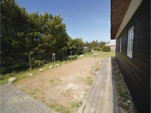 Three-Bedroom Holiday home with Sea View in Blåvand, Case vacanze  Blåvand - big - 37