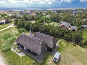 Three-Bedroom Holiday home with Sea View in Blåvand, Case vacanze  Blåvand - big - 39