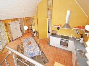 Three-Bedroom Holiday home with Sea View in Blåvand, Case vacanze  Blåvand - big - 41