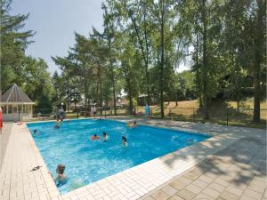 Holiday home Heel 99 with Outdoor Swimmingpool, Ferienhäuser  Heel - big - 12