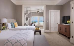 Junior Queen Suite with Ocean View