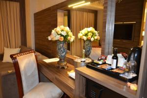 Deluxe Suite with Frontal Sea View and Balcony