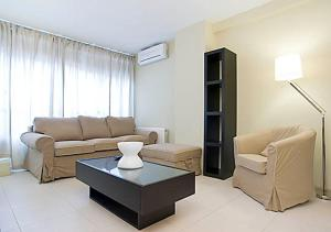 Rent4Days Sants Apartments Barcelone