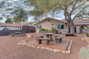 Stunning Home Close to Everything Yet Far From All, Villen  Las Vegas - big - 1