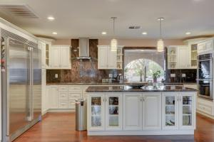 Stunning Home Close to Everything Yet Far From All, Villen  Las Vegas - big - 7
