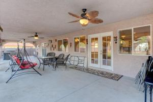 Stunning Home Close to Everything Yet Far From All, Ville  Las Vegas - big - 6
