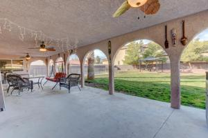 Stunning Home Close to Everything Yet Far From All, Vily  Las Vegas - big - 37
