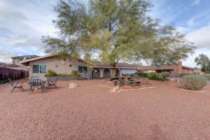 Stunning Home Close to Everything Yet Far From All, Ville  Las Vegas - big - 42