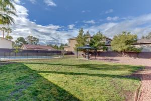 Stunning Home Close to Everything Yet Far From All, Vily  Las Vegas - big - 39