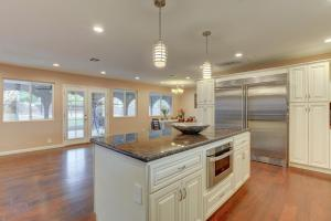 Stunning Home Close to Everything Yet Far From All, Villen  Las Vegas - big - 28
