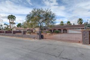 Stunning Home Close to Everything Yet Far From All, Ville  Las Vegas - big - 18