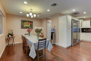 Stunning Home Close to Everything Yet Far From All, Villen  Las Vegas - big - 33