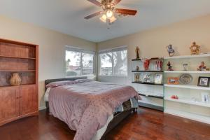 Stunning Home Close to Everything Yet Far From All, Ville  Las Vegas - big - 31