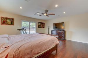 Stunning Home Close to Everything Yet Far From All, Villen  Las Vegas - big - 20